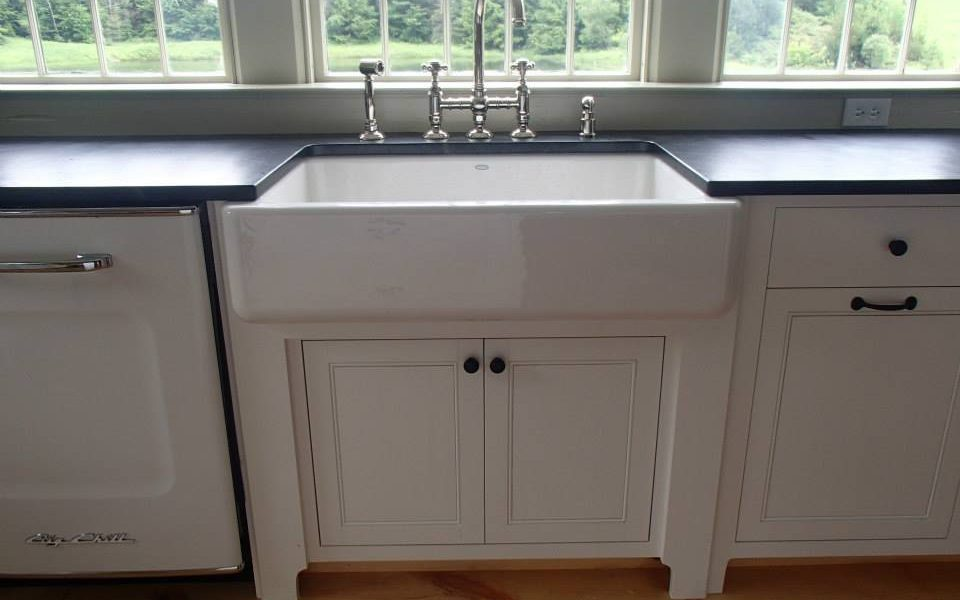 Putting sturdy looking legs beneath a big heavy farmhouse sinks makes it look and feel well supported.
