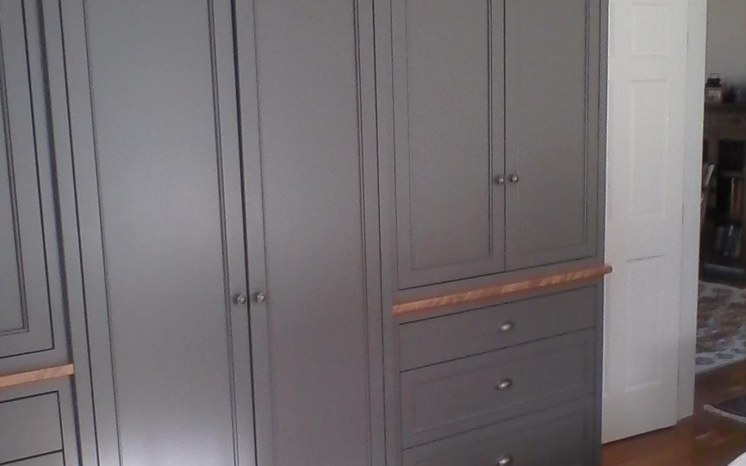 Painted wardrobe with drawers and elliptical alcove.