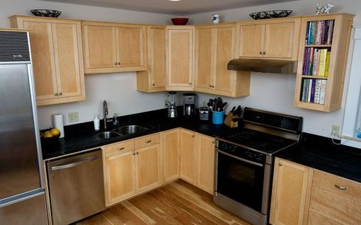 Clear maple kitchen cabinets with shaker doors and slab drawer fronts